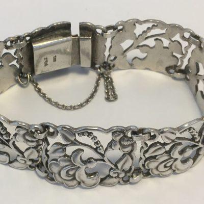 Skonvirke Wide Foliate Bracelet