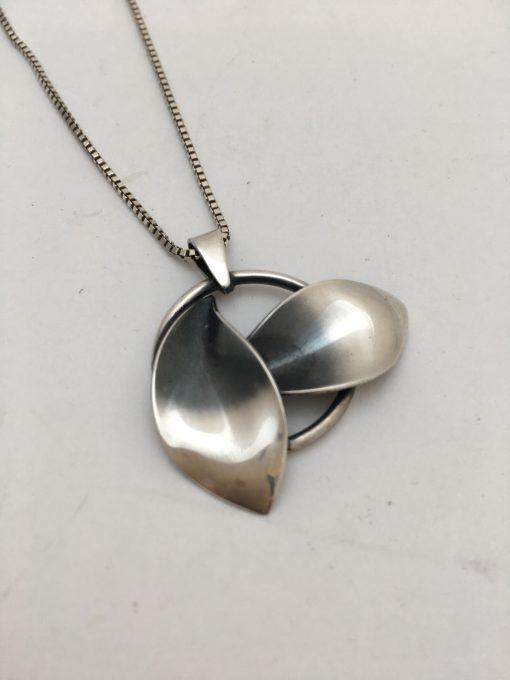 2 leaf pendant