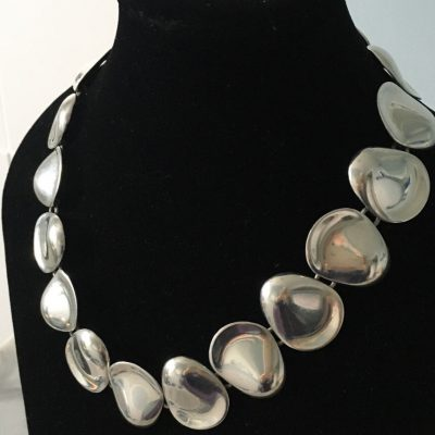 Undulating Reflecting Discs linked Necklace
